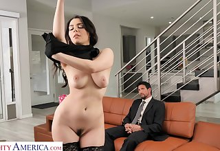 Valentina Nappi seduces the driver and fucks him clubbable