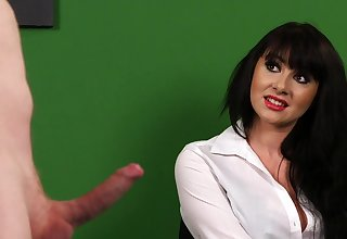 Full CFNM porn with a hot babe stranger the office