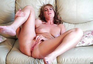 Solo mature model having fun with her shaved pussy - Marta