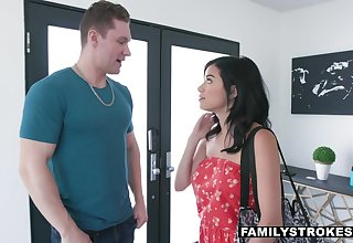 First meeting with pretty stepsister Savannah Sixx ends with hot sex