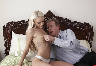 Deep coitus with stepdad is what makes will not hear of go farcical