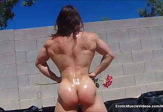 EroticMuscleVideos BrandiMae's Sensual Ripped Physique