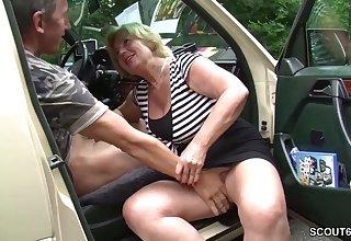 Granny slut jalopy sex Mutti ist Taxifahrerin und fickt gerne mal mit ihren Kunden