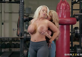 Alura Jenson wants to try new ways be advantageous to reaching orgasm at the gym