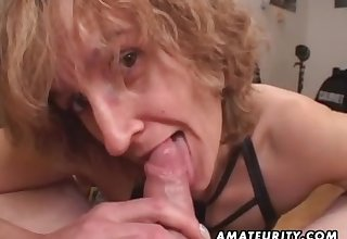 Mommy amateur sex wife gives groupie with ejaculate