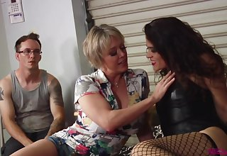 After lesbian pinpointing and skunk Victoria Voxxx wants to cum badly