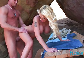 Fake tittied blonde Jessica gives a blowjob and gets fucked alfresco
