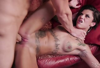 Bonnie Rotten gets will not hear of succulent pussy pleased in many poses by a dude