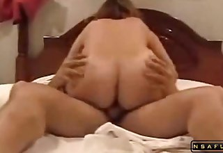 Tanned milf gets pounded deep and hard by some cougar dude in wainscoting