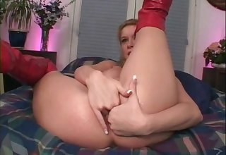 Fist and gape her pussy open to get it ready for his dig up