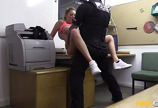 Fake cop forces amateur blonde slut Holly Kiss to swell up his dick
